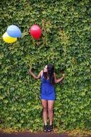 fille avec des ballons photo