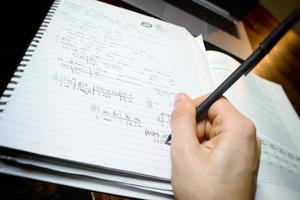 travailler sur les devoirs de mathématiques photo
