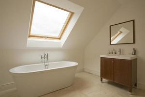 salle de bain et armoire photo