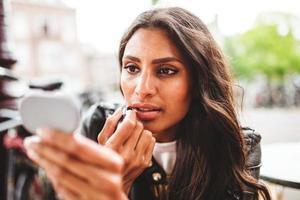 femme, utilisation, maquillage, Dehors photo
