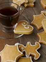 biscuits de pain d'épice avec café photo