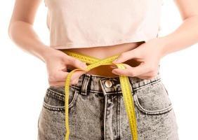 jeune femme, mesurer, circonférence abdominale photo