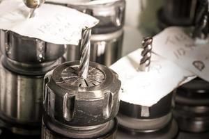 CNC en atelier tête rotative avec perceuse et notes