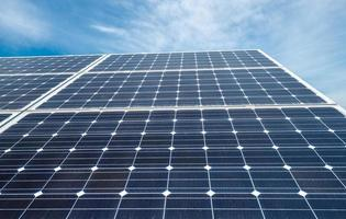 panneaux photovoltaïques - source alternative d'électricité photo