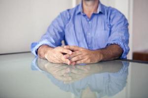 gros plan des mains de l'homme photo