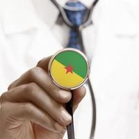 stéthoscope avec drapeau national série conceptuelle - Guyane française photo