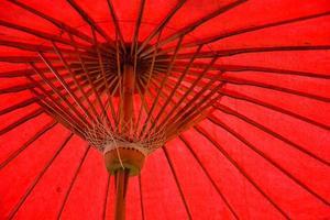modèle de structure de parapluie rouge photo