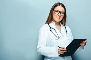 concept pour jeune femme médecin photo
