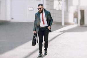 homme d'affaires à l'extérieur photo