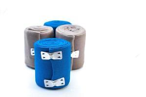Bandage élastique médical avec réflexion sur blanc photo