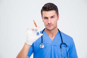 portrait, beau, mâle, docteur, tenue, seringue