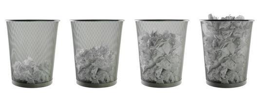 poubelles dans des paniers