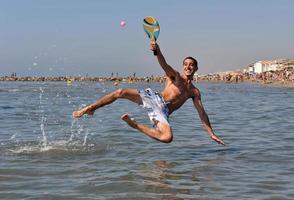 tennis de plage dans la mer photo