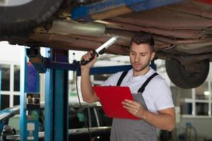 liste de contrôle de mécanicien automobile photo