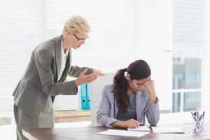 femme affaires, donner, ordres, à, elle, collègue photo