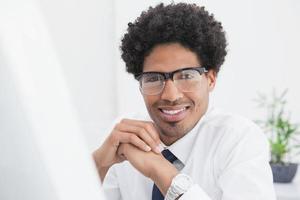 portrait, homme affaires, lunettes photo