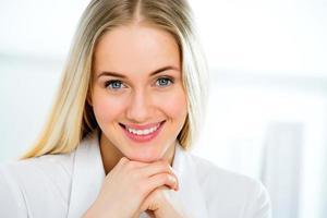 jeune, femme affaires, sourire photo