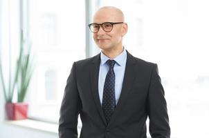 portrait d'homme d'affaires au bureau photo