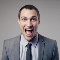 homme d'affaires heureux crier photo