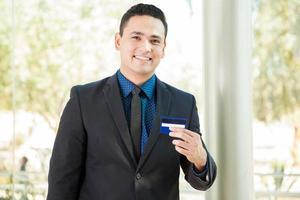 banquier avec une carte de crédit photo