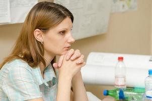 étudiant se concentrant se préparant à passer l'examen photo