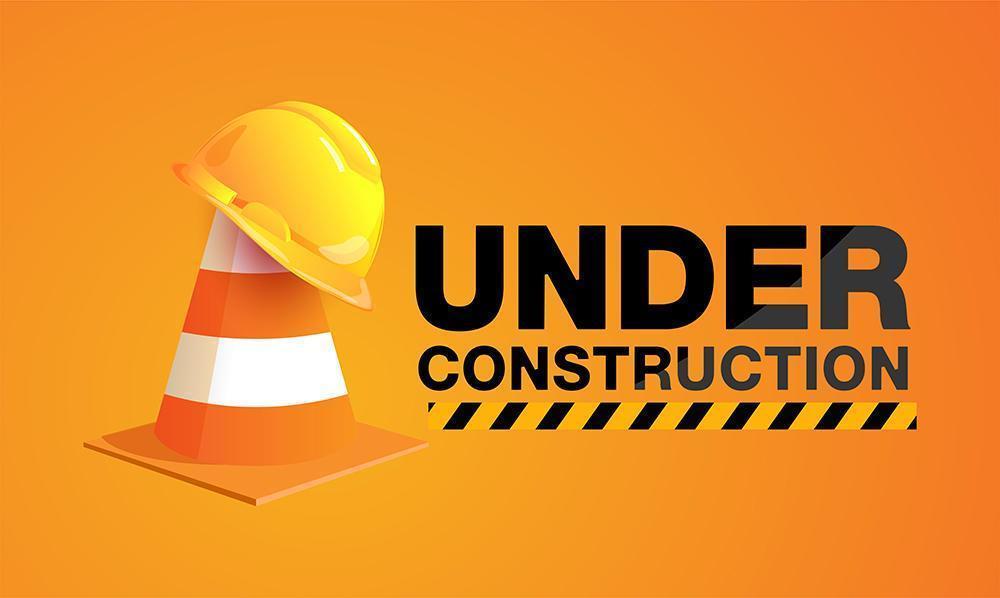 en construction signe avec chapeau sur cône de signalisation vecteur
