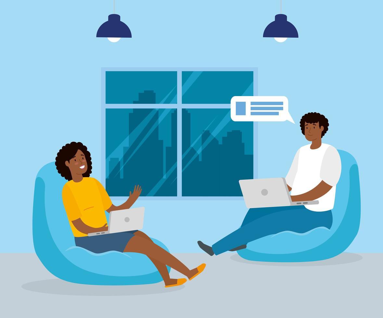 couple travaillant avec leurs ordinateurs portables à l'intérieur vecteur