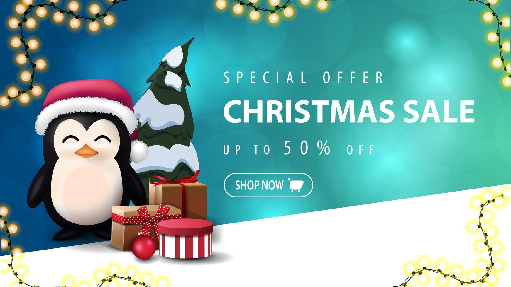 offre spéciale, vente de Noël, jusqu'à 50 de réduction, bannière de réduction bleue avec arrière-plan flou avec bokeh et pingouin en chapeau de père Noël avec des cadeaux vecteur