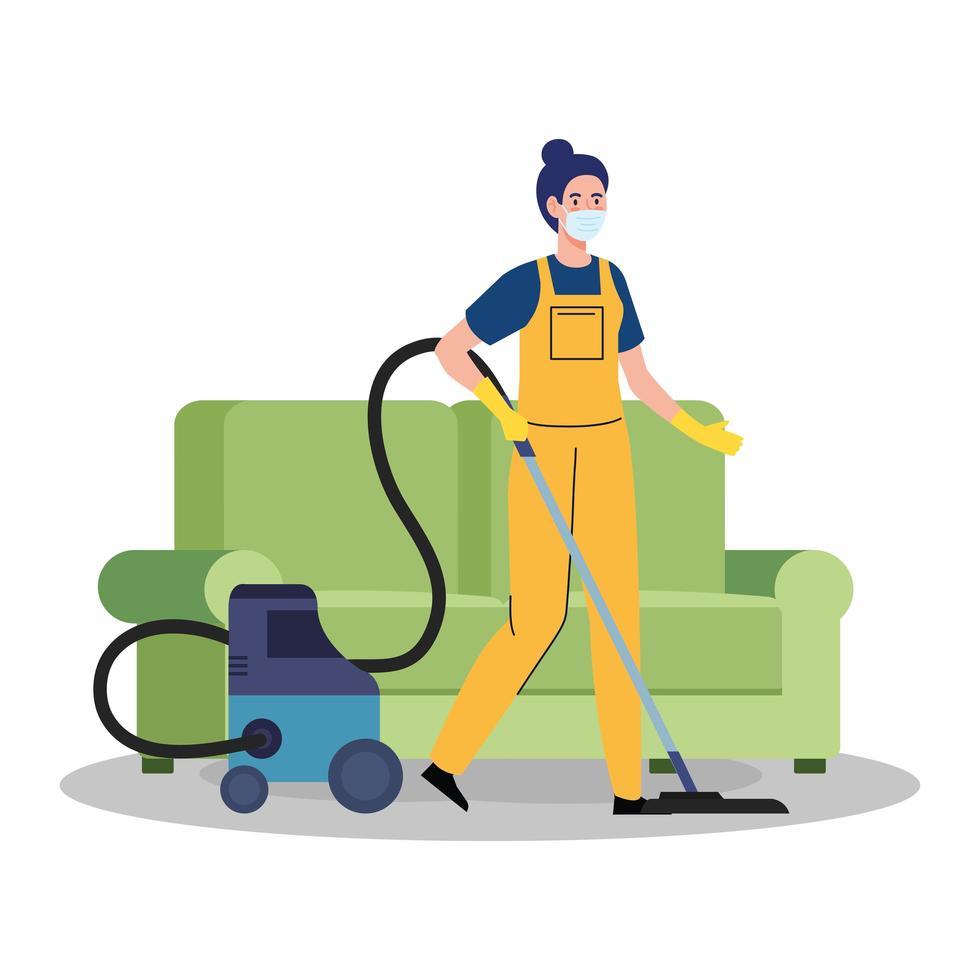 Femme ouvrière du service de nettoyage portant un masque médical, l'aspirateur sur les meubles, sur fond blanc vecteur