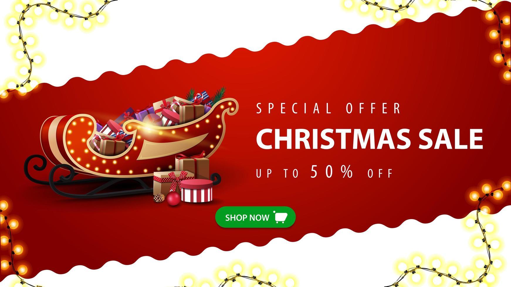 offre spéciale, vente de Noël, jusqu'à 50 rabais, bannière de réduction rouge et blanche avec ligne diagonale ondulée, bouton vert et traîneau du père Noël avec des cadeaux vecteur