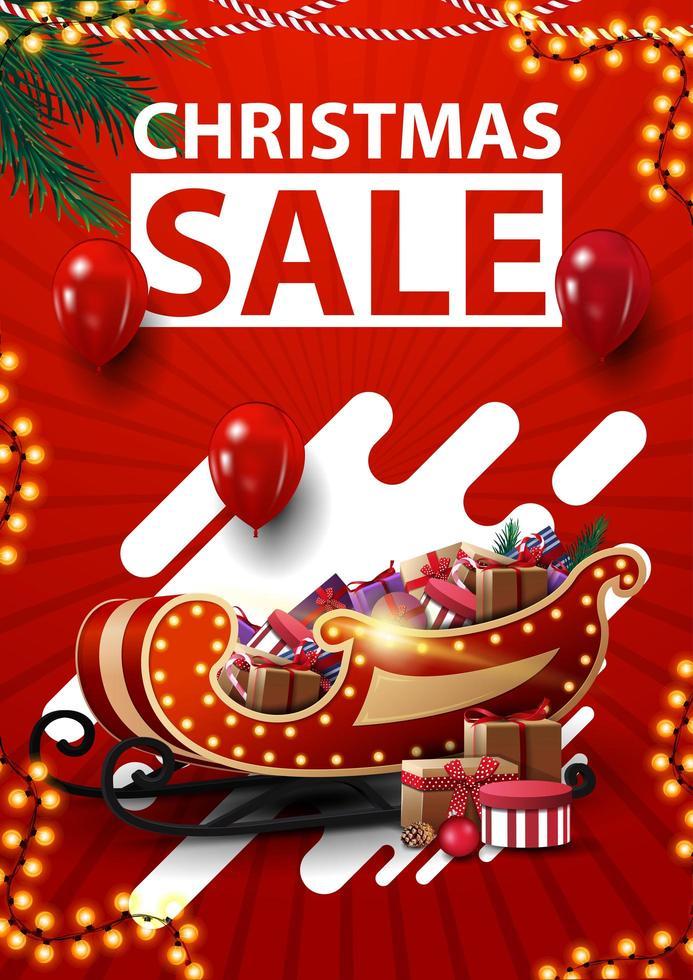 Vente de Noël, bannière de réduction verticale rouge avec des guirlandes, des ballons rouges, des formes abstraites et un traîneau de père Noël avec des cadeaux vecteur
