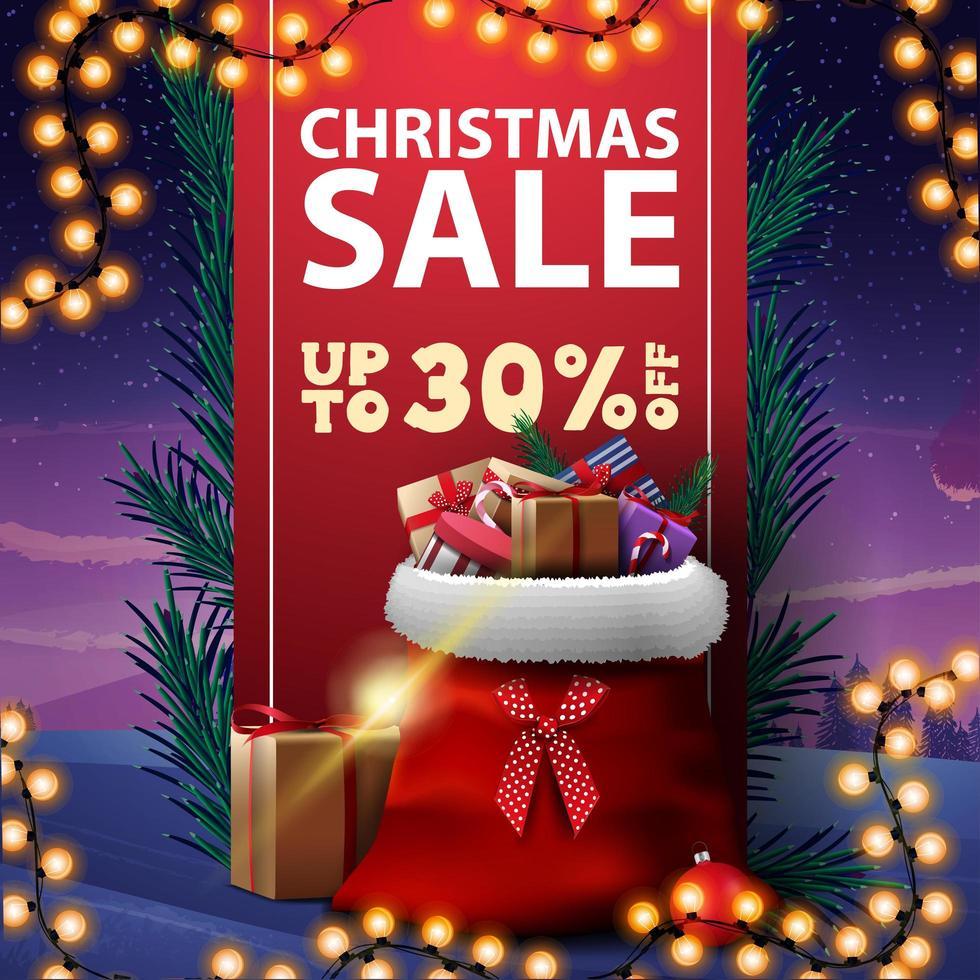 Vente de Noël, jusqu'à 30 rabais, bannière de réduction avec ruban vertical rouge décoré de branches d'arbres de Noël et sac de père Noël avec des cadeaux vecteur