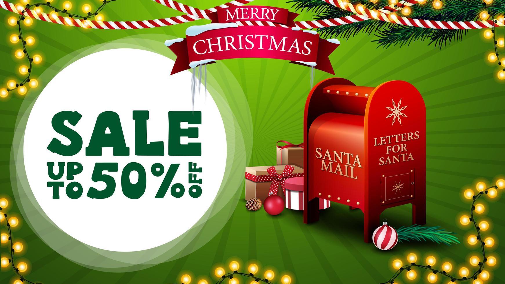 vente de Noël, jusqu'à 50 de réduction, bannière de réduction verte pour site Web avec guirlandes, logo avec ruban, branches d'arbre de Noël et boîte aux lettres du père Noël avec des cadeaux vecteur