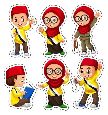 Ensemble d'autocollants avec des enfants musulmans vecteur