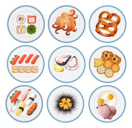 Sushi et autres types d'aliments sur des assiettes vecteur