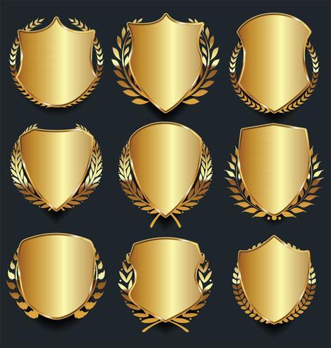 Bouclier d'or et noir avec des lauriers d'or vecteur