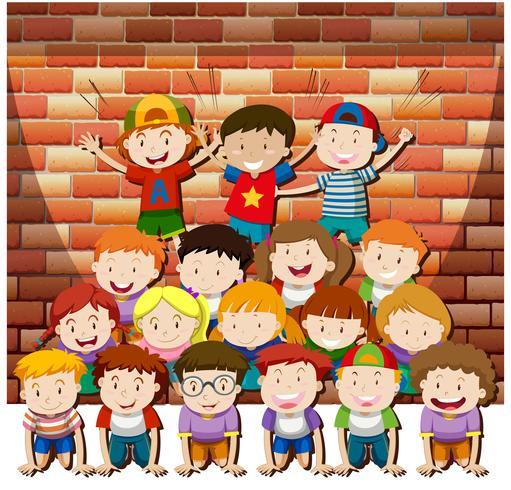 Enfants jouant ensemble à la pyramide humaine vecteur