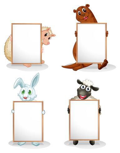 Quatre animaux avec des tableaux blancs vides vecteur