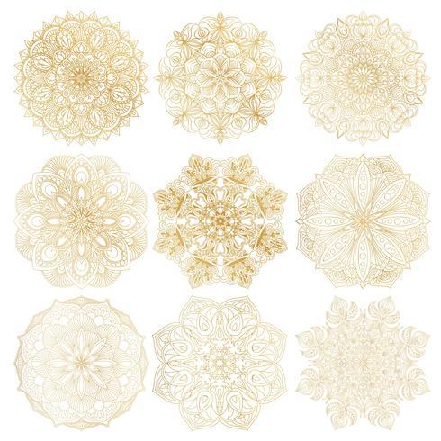 Ensemble de 9 mandala arabe vectoriel dessinés à la main sur fond blanc. Décoration ethnique