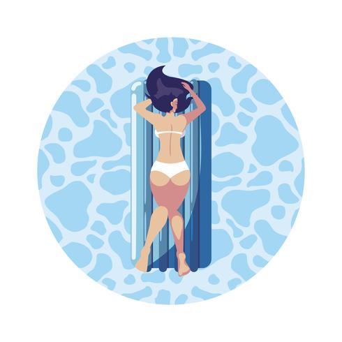 femme bronzant dans un matelas flottant flottant dans l'eau vecteur