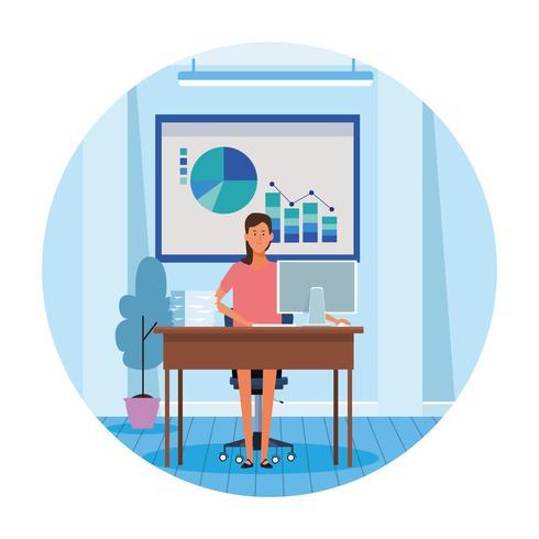 femme travailleuse au bureau d'ordinateur vecteur