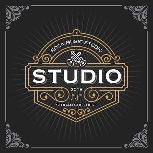 Logo du studio de musique. Conception de modèle de bannière de luxe vintage pour étiquette, cadre, étiquettes de produit. Conception de l'emblème rétro. Illustration vectorielle vecteur