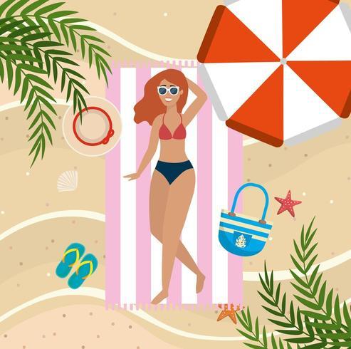 femme, prendre soleil, dans, les, serviette, à, parapluie, et, lunettes soleil vecteur