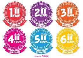 Badges d'anniversaire colorés vecteur
