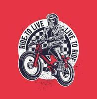pilote de moto avec emblème tête de crâne