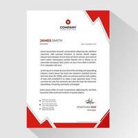 papier à en-tête d'affaires avec des formes de coin triangle rouge vecteur
