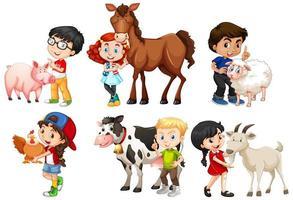 enfants heureux avec des animaux de la ferme vecteur