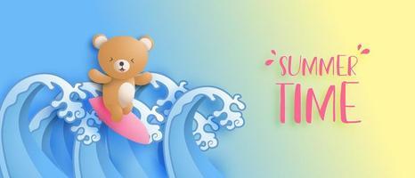 bannière d'été avec l'ours mignon surfe