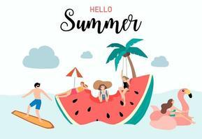 conception d'été avec des gens sur une tranche de pastèque flottante vecteur