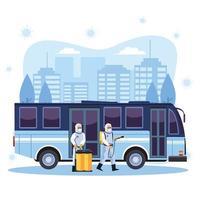 les travailleurs de la biosécurité désinfectent le bus vecteur